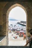 Ansicht des Strandes in der sizilianischen Stadt von Cefalu Stockfotos