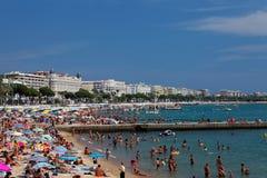 Ansicht des Strandes und des Luxushotels Lizenzfreie Stockfotografie