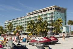 Ansicht des Strandes vom Fischenpier im Fort Myers Beach, Florida Stockfotos