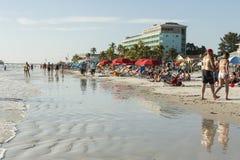 Ansicht des Strandes vom Fischenpier im Fort Myers Beach, Florida Lizenzfreies Stockbild