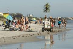 Ansicht des Strandes vom Fischenpier im Fort Myers Beach, Florida Stockbild