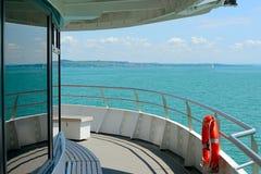 Ansicht des Strandes vom Plattformsportboot Stockbild
