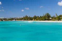 Ansicht des Strandes von einem Katamaran in Carlisle Bay Barbados Stockbild