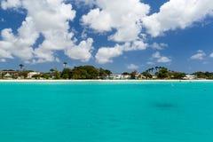 Ansicht des Strandes von einem Katamaran in Carlisle Bay Barbados Stockfoto