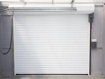 Ansicht des Systems und des Mechanismus des elektrischen automatischen Garagentors lizenzfreie stockbilder