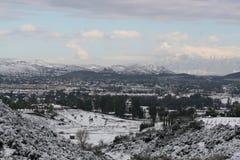 Ansicht des Tales umfasst im Schnee Lizenzfreies Stockfoto