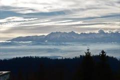 Ansicht des Tatras von Turbacza lizenzfreies stockbild