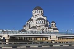 Ansicht des Tempel Heiligen Antlitzes von Christus der Retter mit den Straßen Sieges von der Regelung Adler, Sochi Lizenzfreies Stockfoto