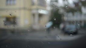 Ansicht des Tramfensters am regnerischen Tag stock footage
