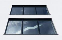 Ansicht des Treppenhausfensters Stockfotografie