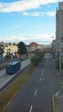 Ansicht des TROLEBUS, welches die Allee 10 de Agosto im nördlichen Teil der Stadt kreuzt Lizenzfreies Stockfoto