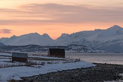 Ansicht des Ullsfjorden und der Lyngen-Alpen, Lyngen, Tromsoe, Norwegen Lizenzfreies Stockbild