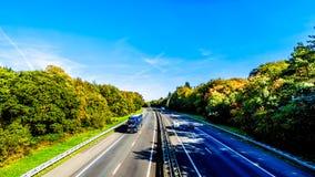 Ansicht des Verkehrs auf der Autobahn A28 oder E232 zwischen Zwolle und Amesfoort lizenzfreies stockfoto