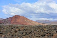Lavaboden und vulkanischer Berg in Lanzarote-Insel, zitronengelbes Isla Lizenzfreie Stockfotos