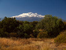Ansicht des Vulkans Iztaccihuatl in Mexiko Stockfotos