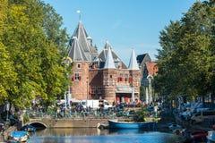Ansicht des Waag wiegen Haus in Amsterdam Lizenzfreies Stockfoto