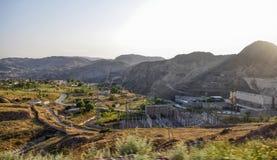 Ansicht des Wasserkraftwerks in Kirgisistan Stockbilder