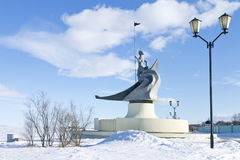 Ansicht des Winterkais vom Onegasee, Petrosawodsk, Russland Skulptur-Geburt von Petrosawodsk Stockbild