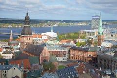 Ansicht des zentralen Teils von Riga die Wolke Maifeiertag, Lettland Stockfotografie