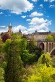 Ansicht des Zustands-Sparkasse-Gebäudes in Luxemburg Stockfotografie