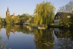 Ansicht am Dorf von Bleskensgraaf Lizenzfreie Stockfotos