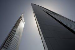 Ansicht Dubais UAE von Emirat-Türmen auf Sheikh Zayed Road in Dubai stockfoto