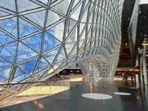 Ansicht durch ein modernes Glasdach Stockbilder
