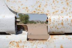 Ansicht durch US-Grenzzaun Stockbilder