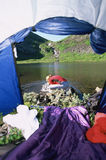 Ansicht durch Zelteingang Lizenzfreies Stockfoto