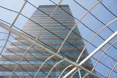 Ansicht an einem großen Bürohaus Lizenzfreies Stockfoto