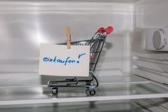Ansicht in einen leeren Kühlschrank Lizenzfreies Stockbild