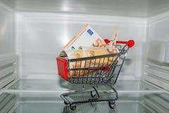 Ansicht in einen leeren Kühlschrank Lizenzfreie Stockfotos