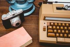 Ansicht einer alten Schreibmaschine und der Kamera Stockbild