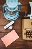 Ansicht einer alten Schreibmaschine und der Kamera Lizenzfreies Stockbild