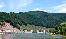 Ansicht einer deutschen Stadt vom Neckar-Fluss Stockfoto