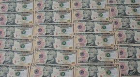Ansicht einer Gruppe von 10 Dollarscheinen nebeneinander vereinbart stockfotos