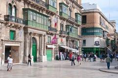 Ansicht einer Hauptstraße in der Stadt von Valletta in Malta Stockbilder