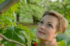 Ansicht einer jungen Frau stockfoto