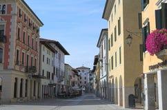 Ansicht einer mittelalterlichen alten Straße, Spilimbergo, Italien Stockfotografie