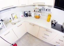 Ansicht einer modernen Küche Lizenzfreie Stockbilder
