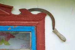 Ansicht einer Sichel mit Fenster im Hintergrund lizenzfreie stockbilder