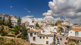Ansicht einer Stadt von Ronda von einem Balkon, Spanien Stockfotografie