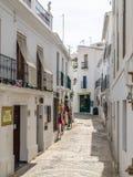 Ansicht einer Straße in Frigiliana, Pueblo blanco, Spanien Stockbilder