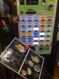 Ansicht einer typischen japanischen Kartenmaschine für Einrichtungsnahrung lizenzfreie stockfotos
