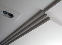 Ansicht einer ursprünglichen futuristischen Decke mit LED-Lampe Lizenzfreie Stockbilder