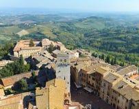 Ansicht eines Abschnitts der schönen historischen Stadt San Gimignano in Toskana, Italien genommen von seinem höchsten Turm, Torr stockfotografie