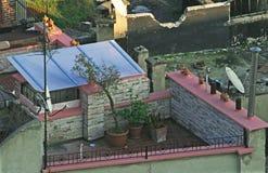 Ansicht eines alten Gebäudedachs Stockfotos