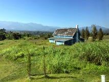 Ansicht eines Bauernhauses im Sommer Lizenzfreies Stockbild