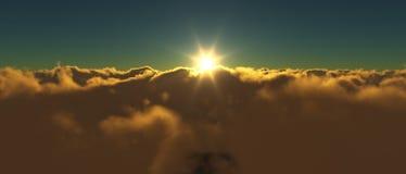 Ansicht eines bewölkten Sonnenaufgangs beim Fliegen über die Wolken Stockfoto
