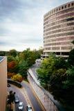 Ansicht eines großen Rundbaus in Towson, Maryland Lizenzfreie Stockfotos